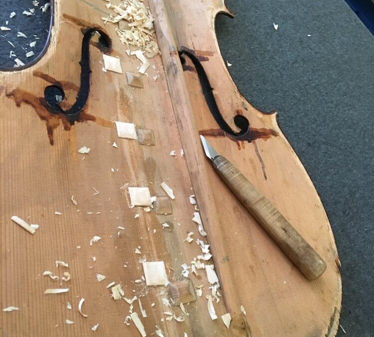 Oprava prasklé přední desky violoncella