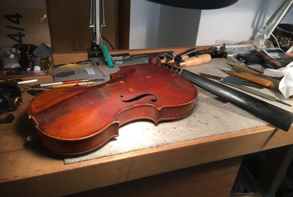 Oprava houslí po samoopravě